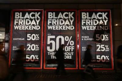 Black_Friday_sign_Retail_Gazette_2017_max-900x900